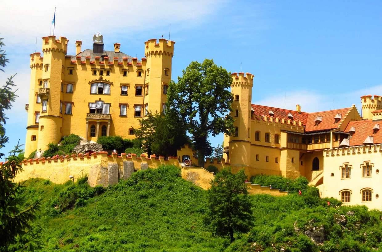 Замок хоэншвангау в баварии – королевская резиденция на скале