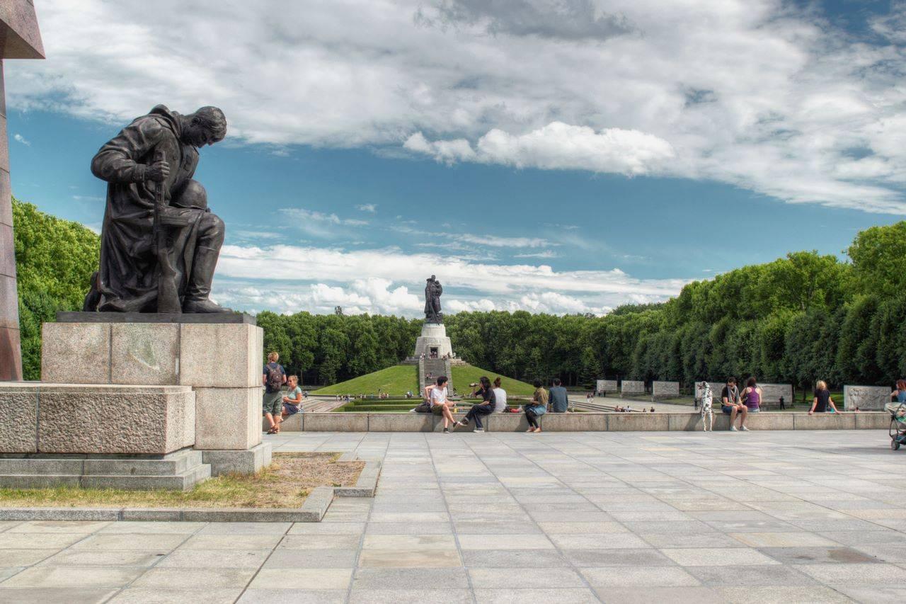 Советский военный мемориал и памятник воину-освободителю в трептов-парке