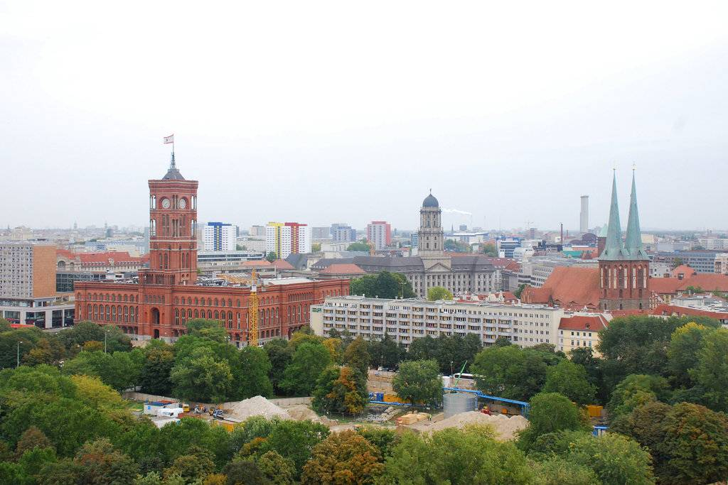 Красная ратуша, берлин (германия): история, фото, как добраться, адрес на карте и время работы в 2021