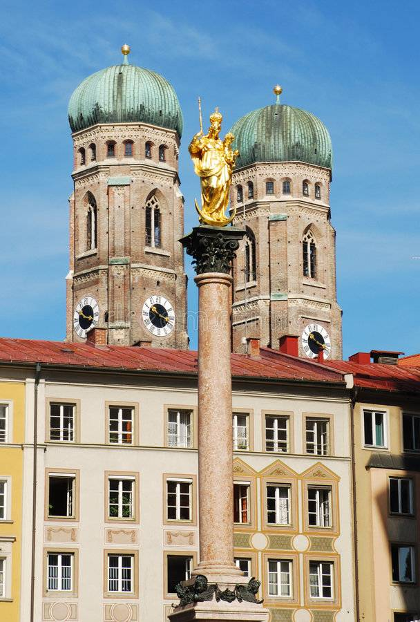 Фрауэнкирхе - собор пресвятой девы марии (нем. frauenkirche - der dom zu unserer lieben frau) в мюнхене. фото