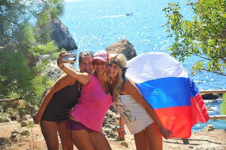Куда податься: открытие границ не спасет туристический сезон   статьи   известия