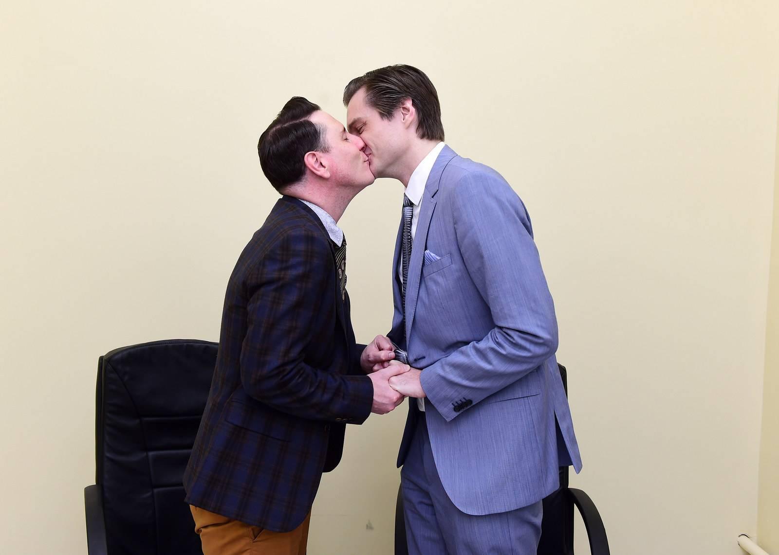 Любимый элгбткторат: как меркель обернула легализацию однополых браков в фрг в свою пользу — рт на русском