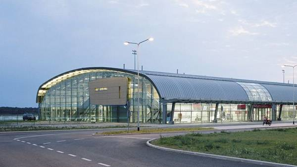 Подскажите пожалуйста, как с вокзал заходня добраться до аэропорта модлин?