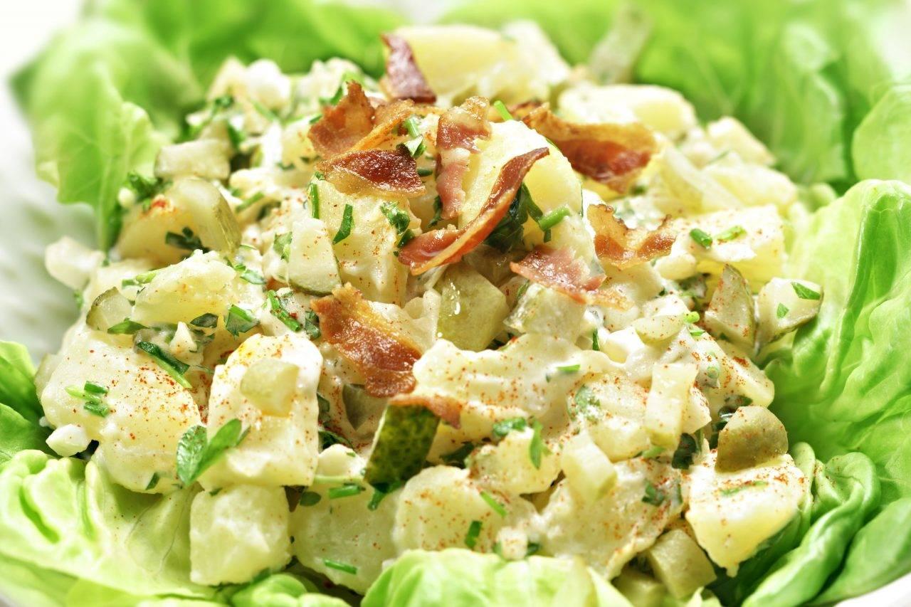 """Немецкий картофельный салат """"семейная традиция"""". простой салат из картофеля, яиц, огурцов и лука по-немецки"""