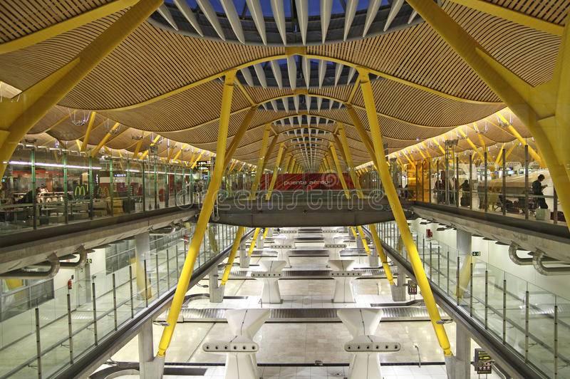 Какой транспорт ходит в центр мадрида из аэропорта барахас?