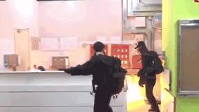 Выход из карантина: джонсон морально готовит британцев к новым смертям от covid-19 // нтв.ru