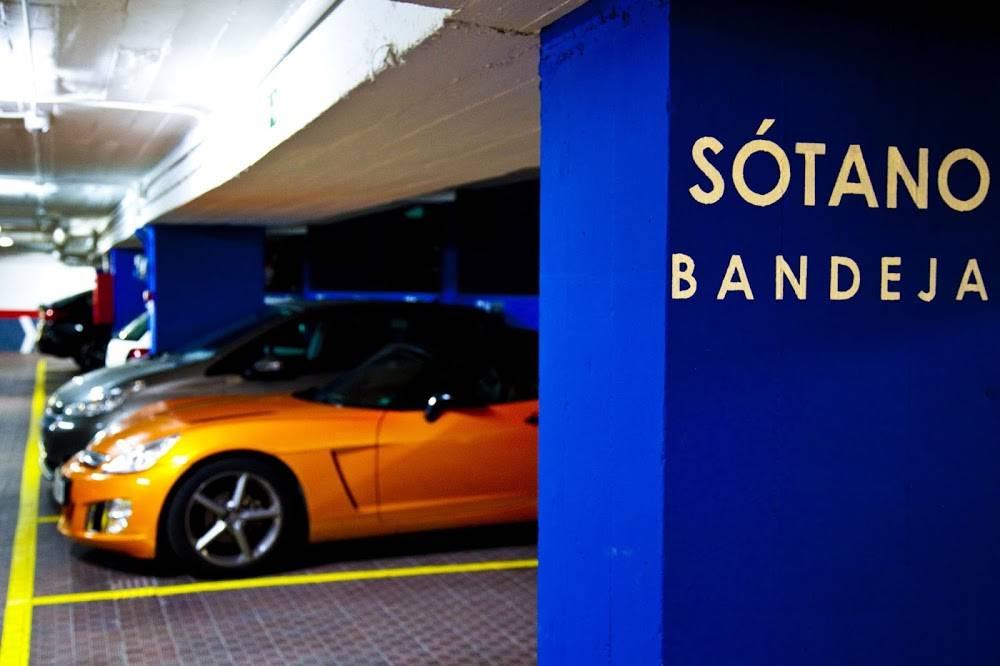 Аренда автомобиля в аэропорту мадрида (mad) прокат автомобиля от компаний avis, hertz, budget