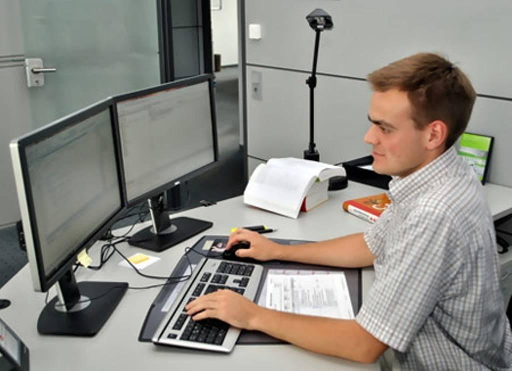 Зарплата программиста в чехии: сколько зарабатывает айтишник и как устроиться на работу