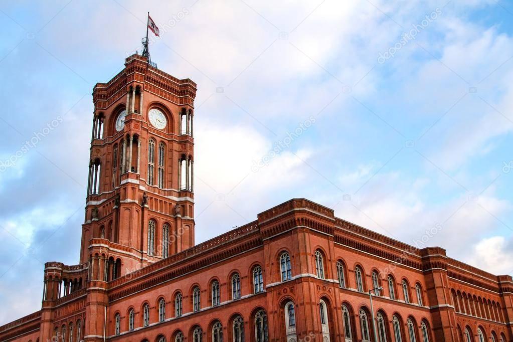 Красная ратуша в берлине – простота и величие резиденции бургомистра. фото
