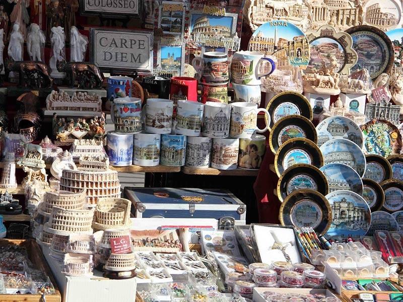 На память: что привозят из путешествия. список подарков из европы от инсайдеров