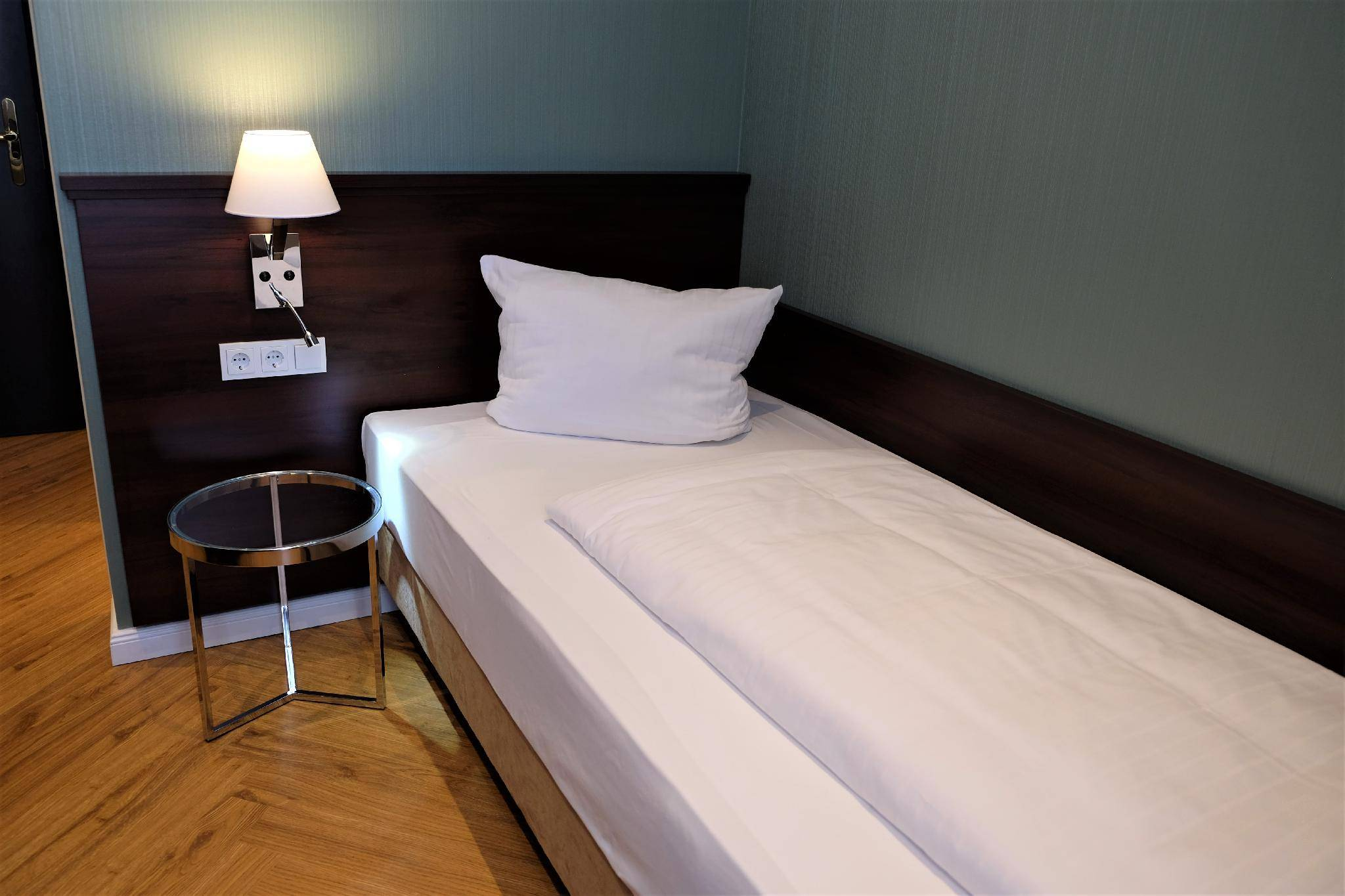 Гостиница берлин, москва. узнайте о гостинице больше перед тем как сделать бронирование