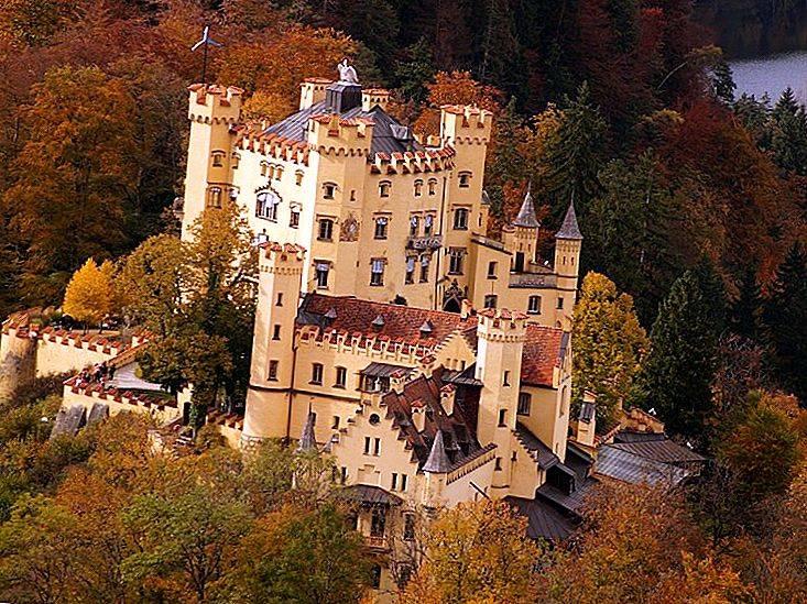 Древний замок хоэншвангау в баварии: история, архитектура, обзор