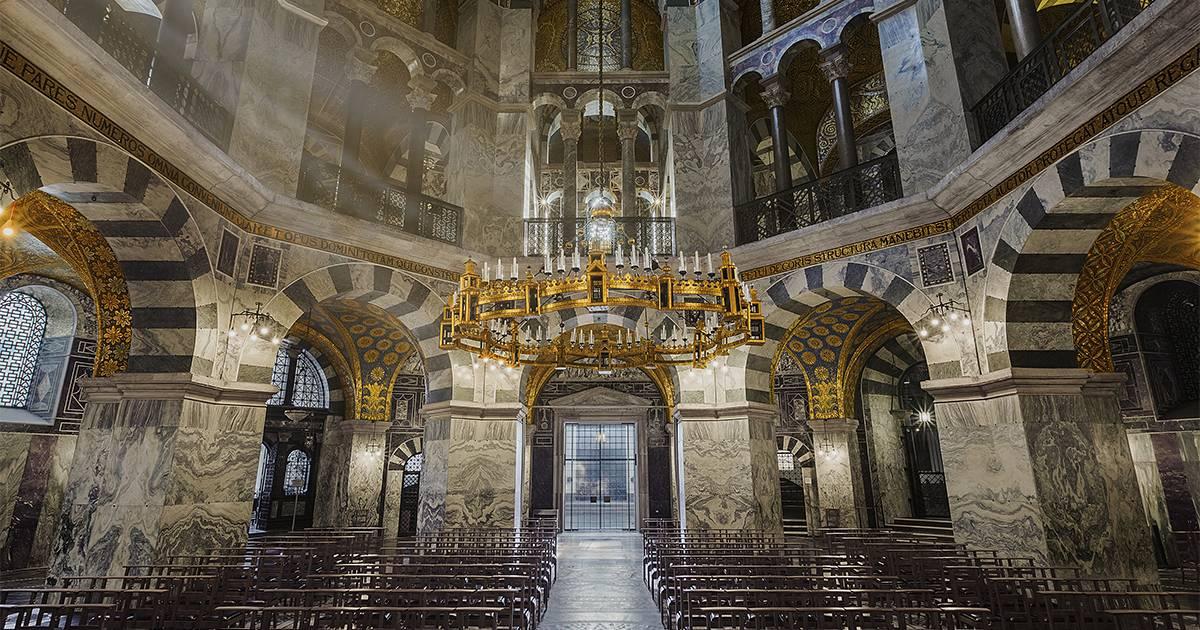 Ахенский собор — место единения короны и религии в германии