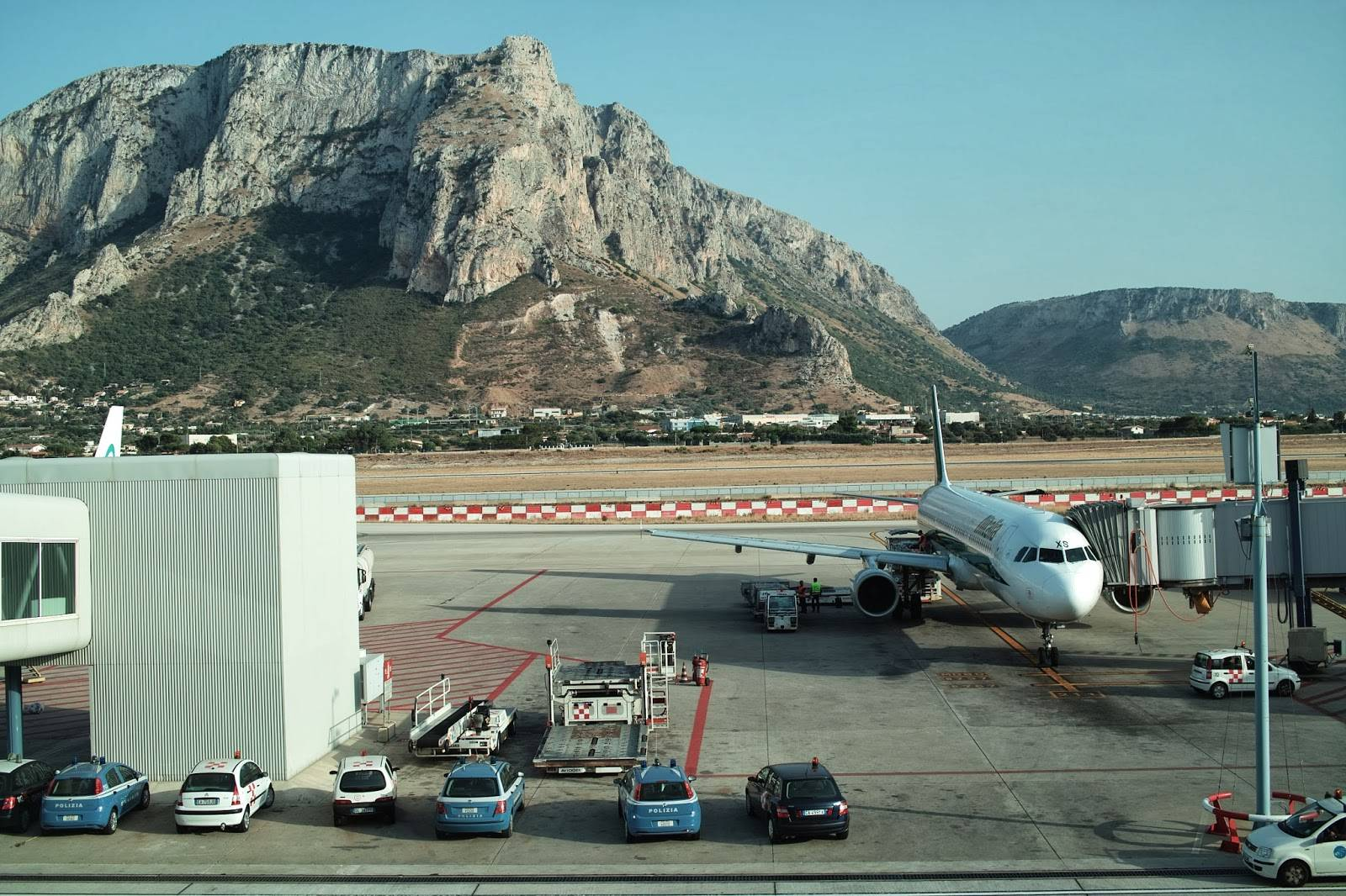 Сицилия аэропорт: список названий международных сицилийских авиалиний
