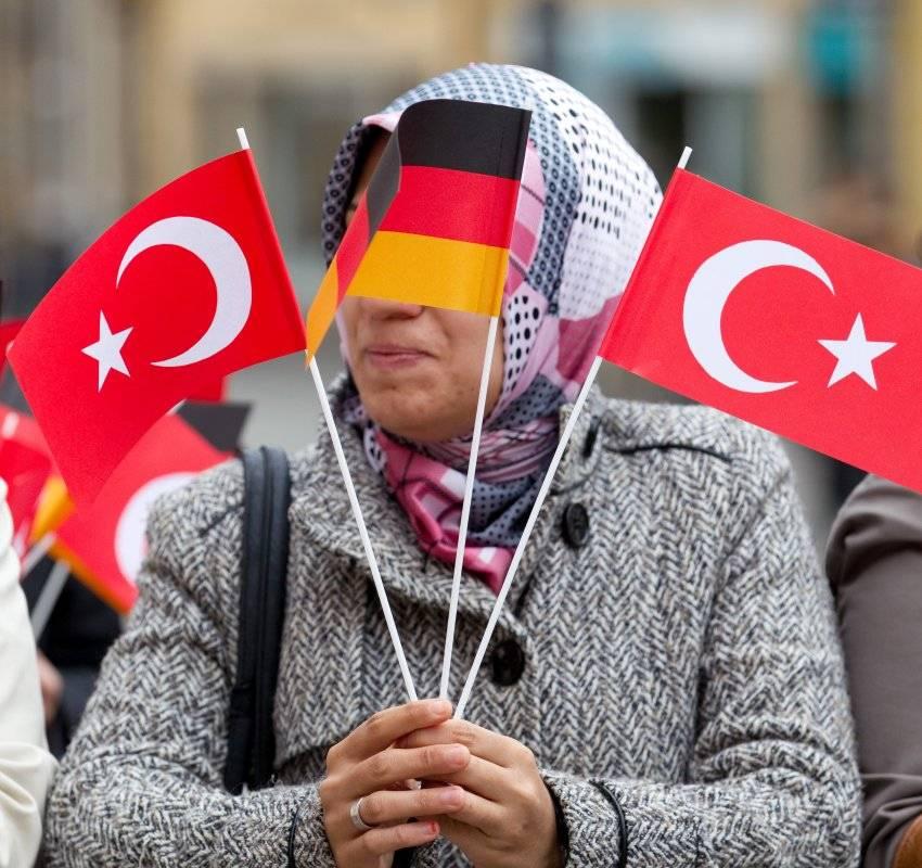 Почему турок так много в германии и сколько их на самом деле