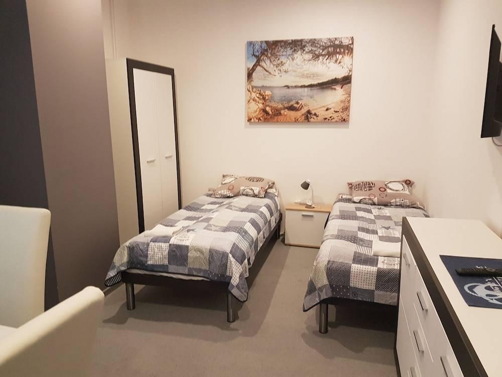 Как найти недорогой хостел в польше для рабочих и туристов, как забронировать его, а также сколько стоит самый дешевый номер?