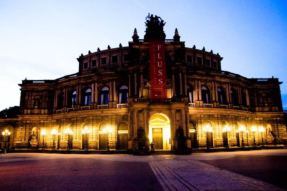 Опера земпера, дрезден. отели рядом, фото, видео, как добраться, официальный сайт, балет, концерт — туристер.ру