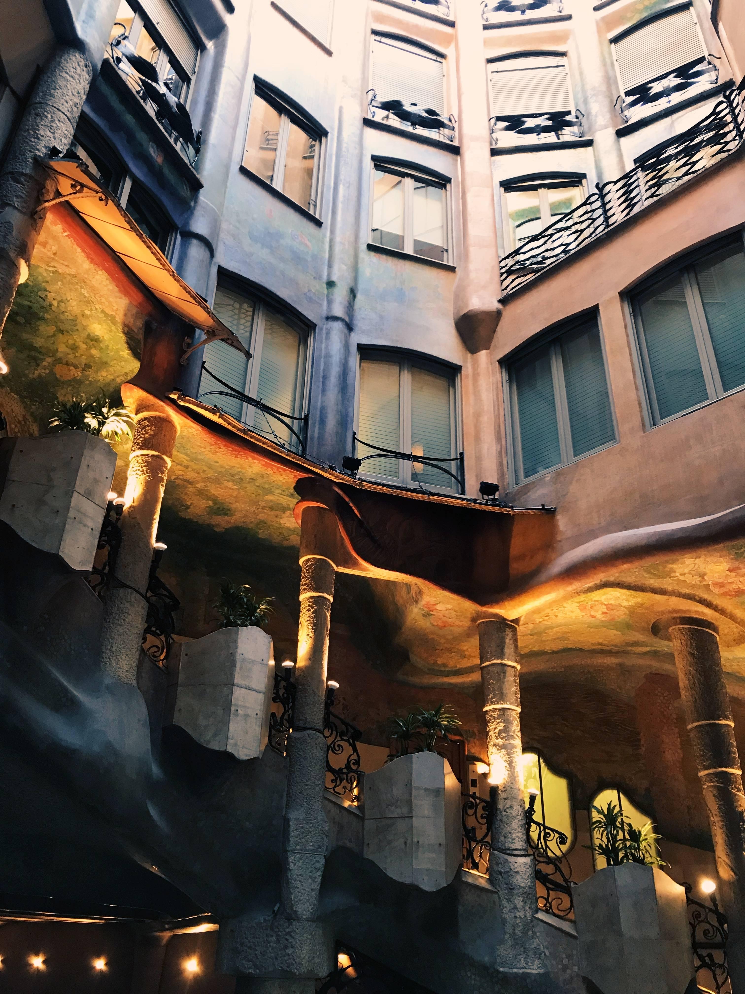 Удивительная архитектура дома мила от антонио гауди