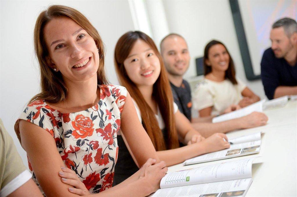 Языковые курсы за рубежом - языковые школы за рубежом | ef