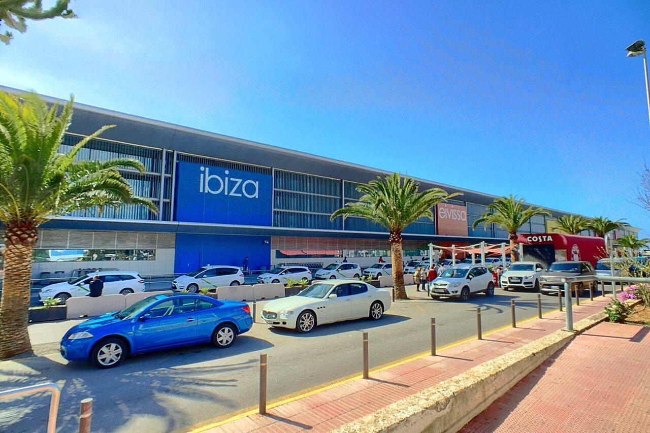 Аэропорт Ивиса – главная воздушная гавань Балеарских островов
