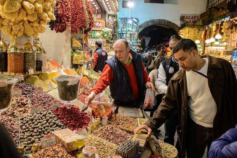 Названы сроки открытия знаменитого гранд-базара в стамбуле