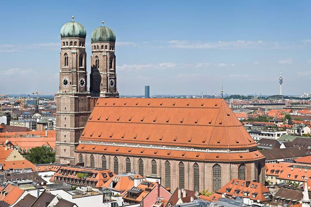 Берлинский кафедральный собор: история, архитектурный облик, святыни, адрес
