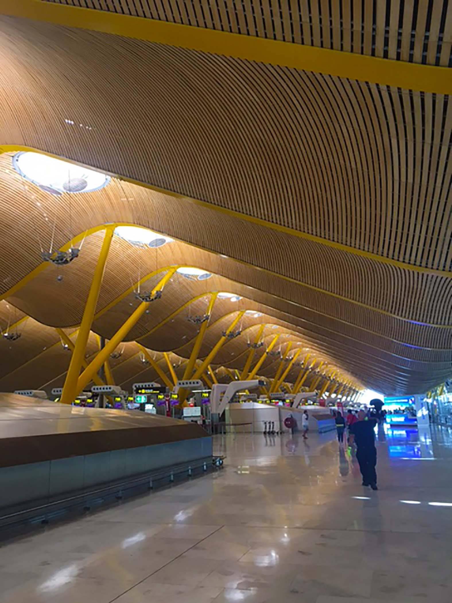 Аэропорт мадрида барахас — главные воздушные ворота испании