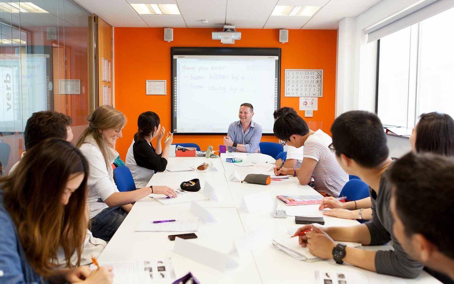 Языковые курсы в англии | языковые школы в англии с ef