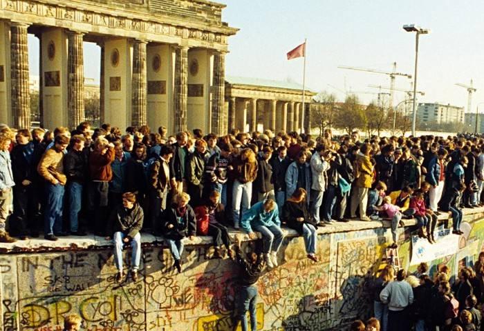 Берлинская стена: почему ее построили и как разрушили