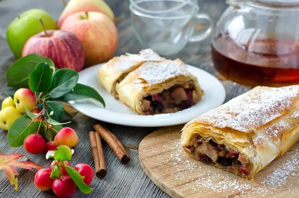 Штрудель с яблоками: 5 пошаговых рецептов с фото