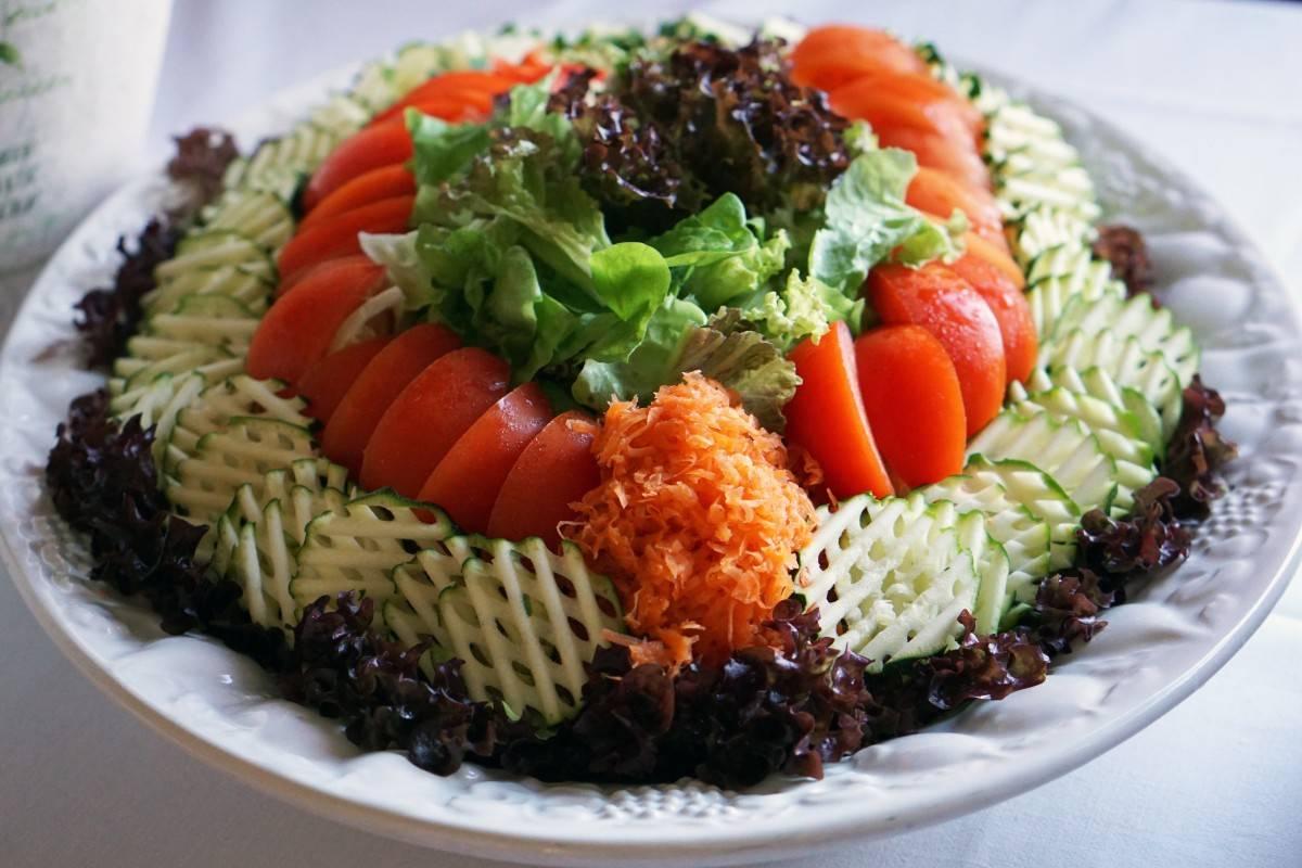 Салат берлинский с ветчиной рецепт. салат с копченой колбасой «берлинский. салат берлинский с томатным соусом