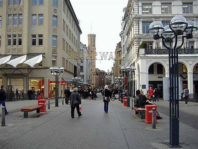 Где купить редкие сувениры и одежду в гамбурге