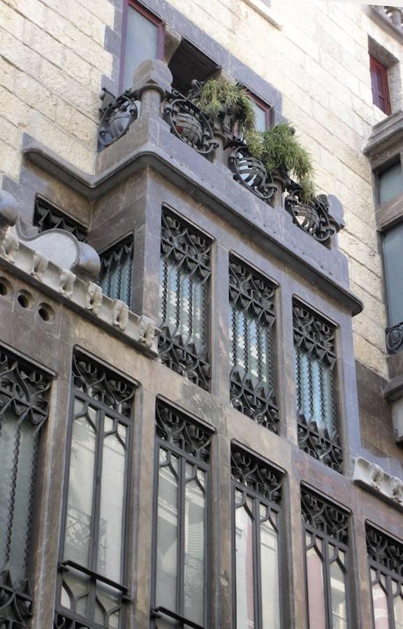 Дворец Гауди: история строительства, архитектура, как добраться