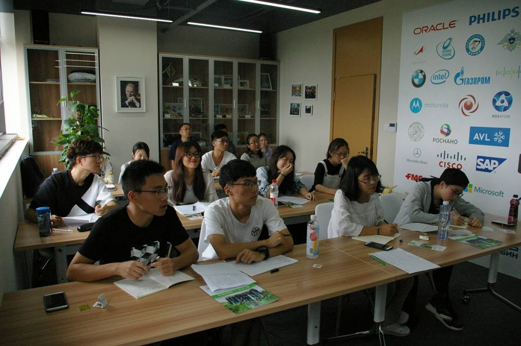 Шанхайский университет иностранных языков (шанхай)