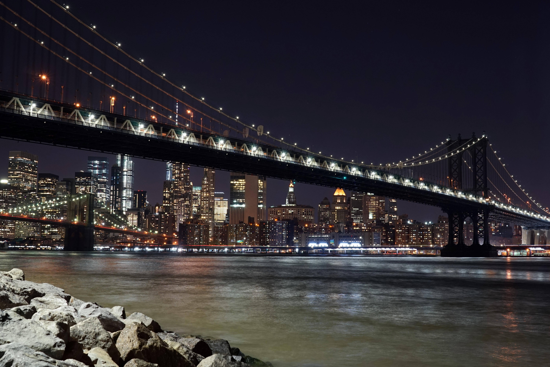 Создатель бруклинского моста в нью-йорке на манхэттене