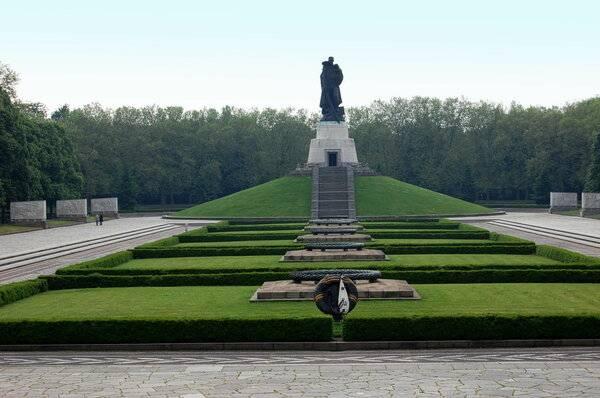 Трептов парк в берлине – памятник советским воинам в германии