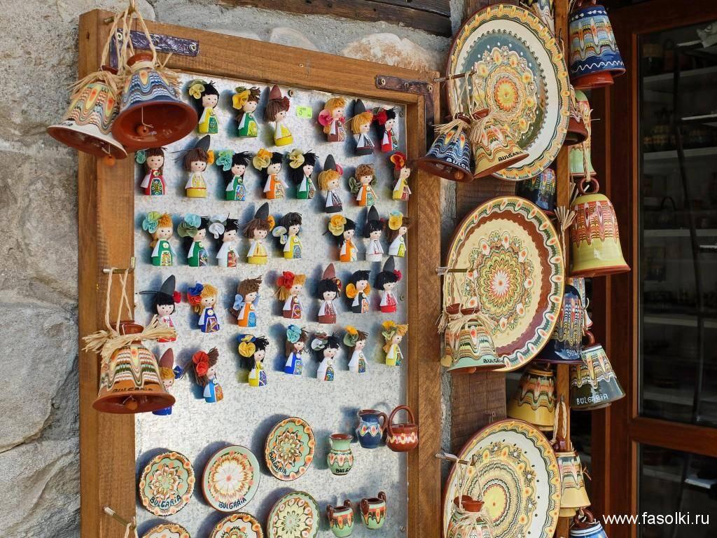 Какие сувениры привозят туристы из черногории?