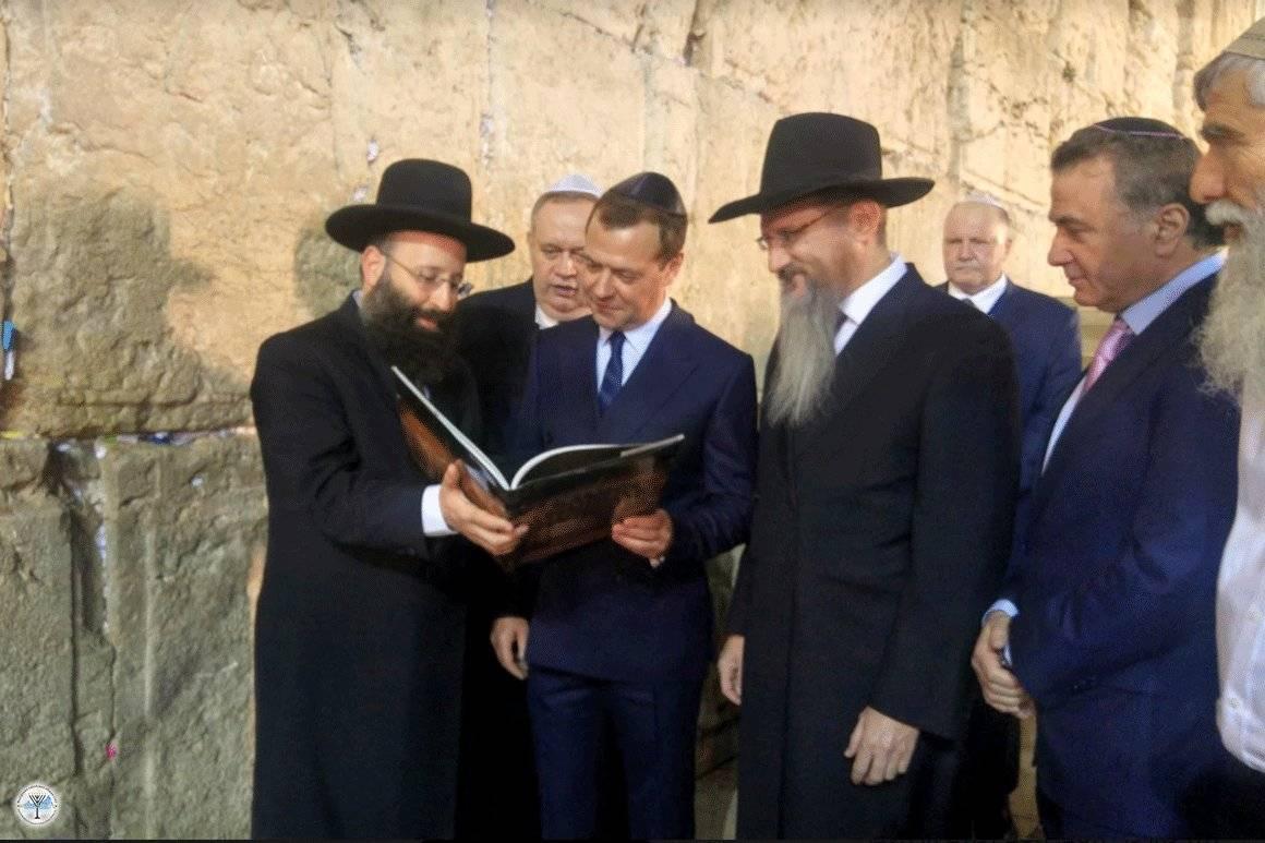 Скрыть еврейское происхождение
