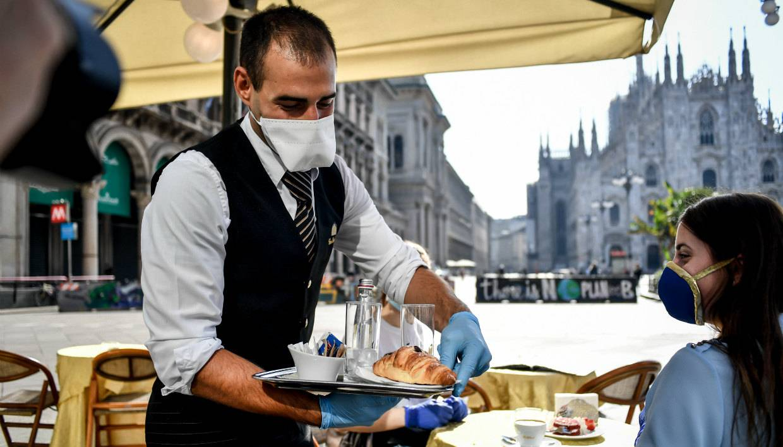 «соблюдайте дистанцию, если любите италию». как европа начинает выходить изкарантина икакие ограничения страны отменяют первыми