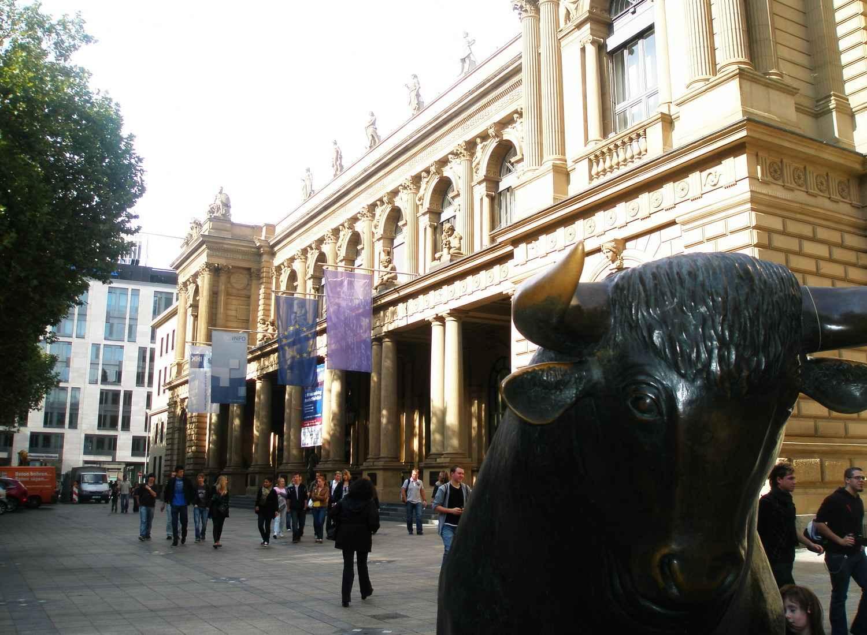 Франкфуртская фондовая биржа - финансы, акции, биржа и ценные бумаги.