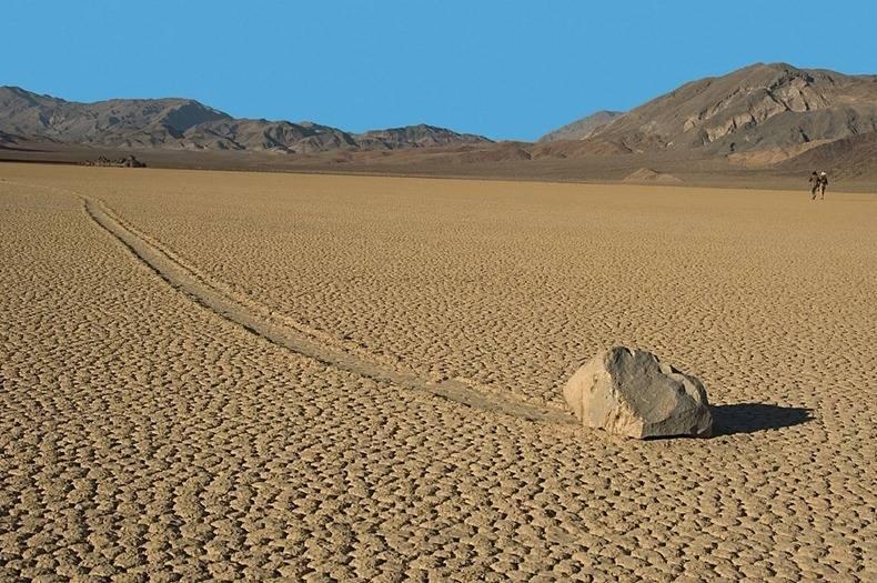 Долина смерти в калифорнии, сша: движущиеся камни